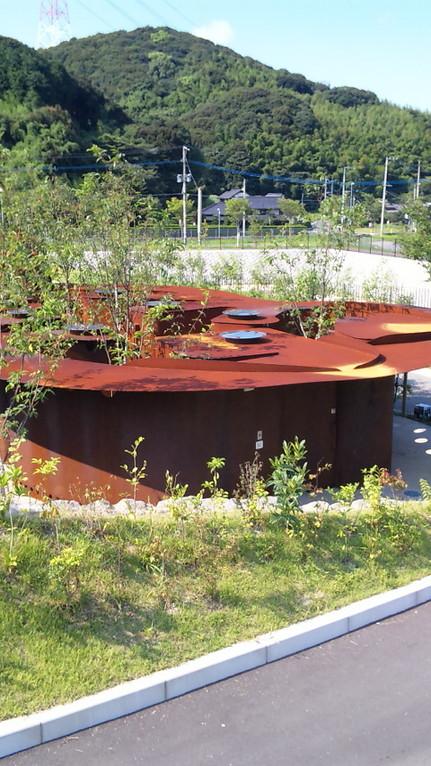 鉄板で造った宮崎駿的なトイレ