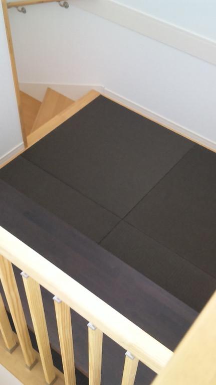 階段踊り場 清流 栗色