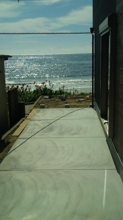 目の前、海ギラギラです。そのまま海水浴!