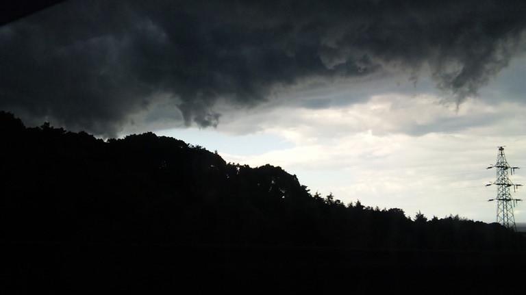 真っ暗です。雷雲が襲ってきます。