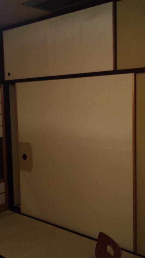 由緒ある旅館の超幅広の襖です。