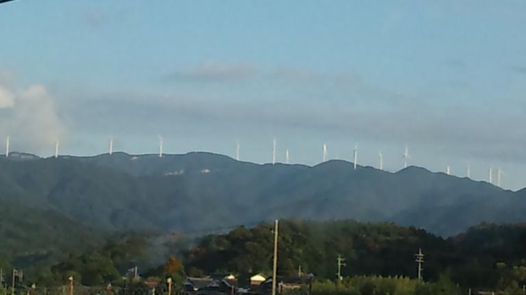 油谷湾近くの風車群