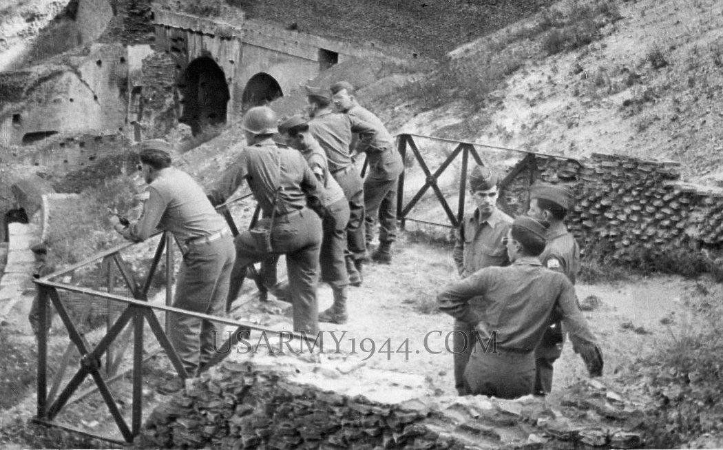 Visita al Colosseo  1944