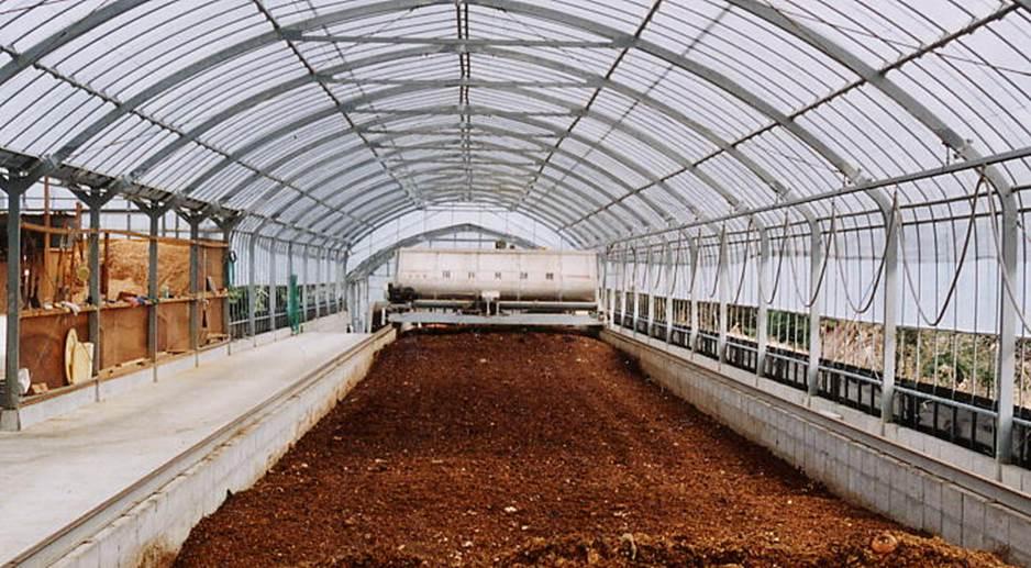 生ごみ堆肥化実験プラント レーン式自走式攪拌発酵機