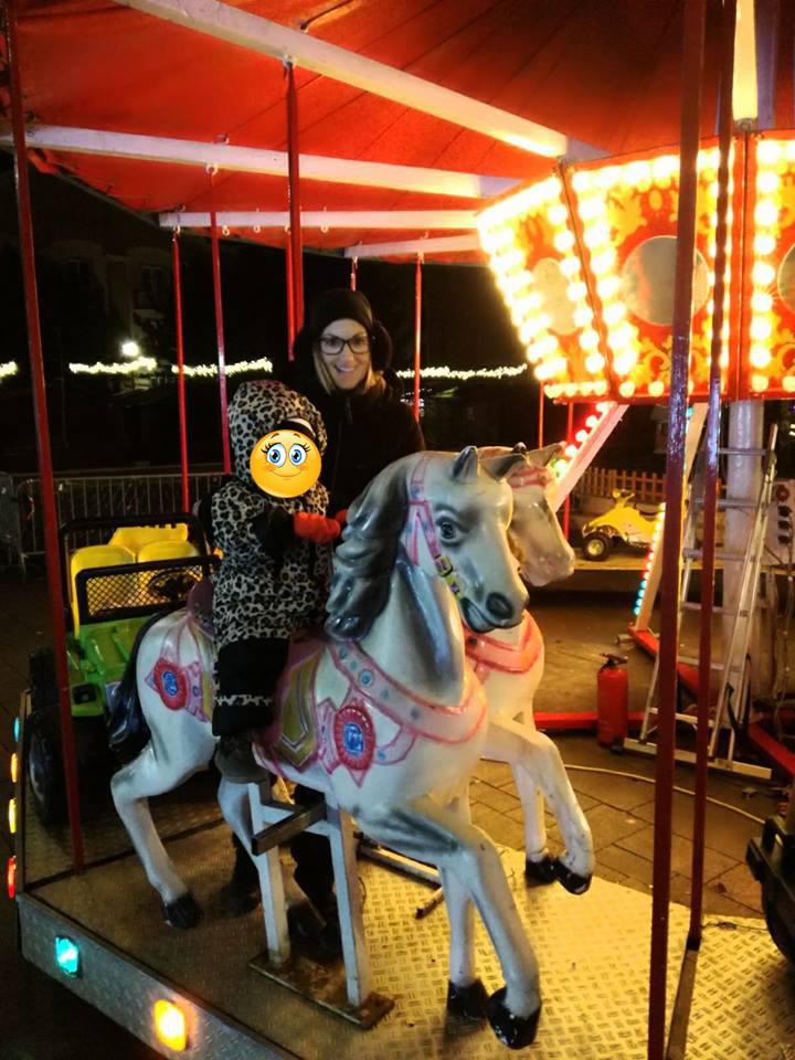 ...Karusell am Weihnachtsmarkt...