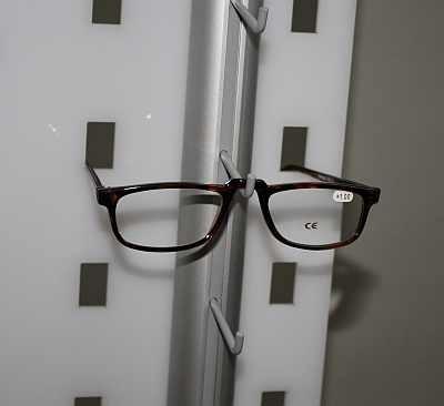 Brillen Bodenständer für Optikerfachgeschäfte