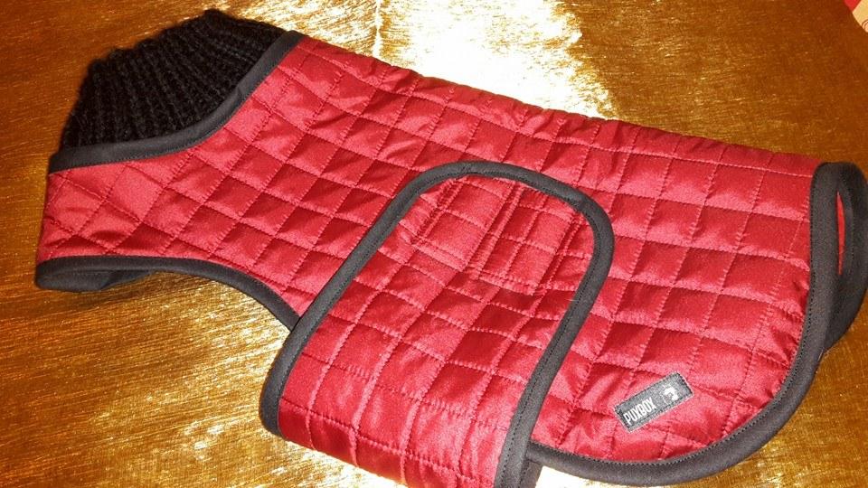 Mantel mit handgestricktem Wollkragen und Bauchgurt, Rückenlänge 41 cm, Preis 83,00 €