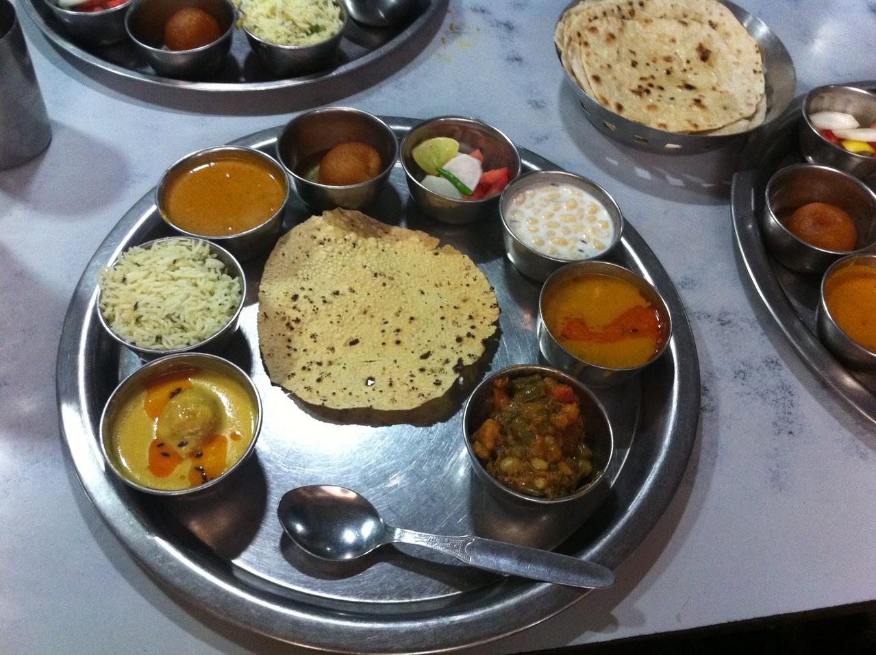 ターリー = インドの定食