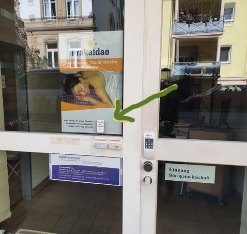 """Bitte klingeln Sie bei """"Thai-Massage"""" und warten einen Moment. Wir holen Sie an der Tür ab."""