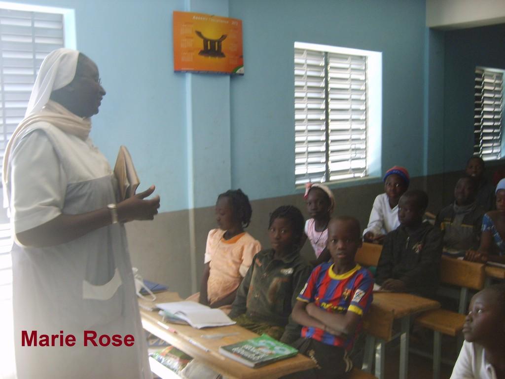 Rose Hélène avec ses élèves