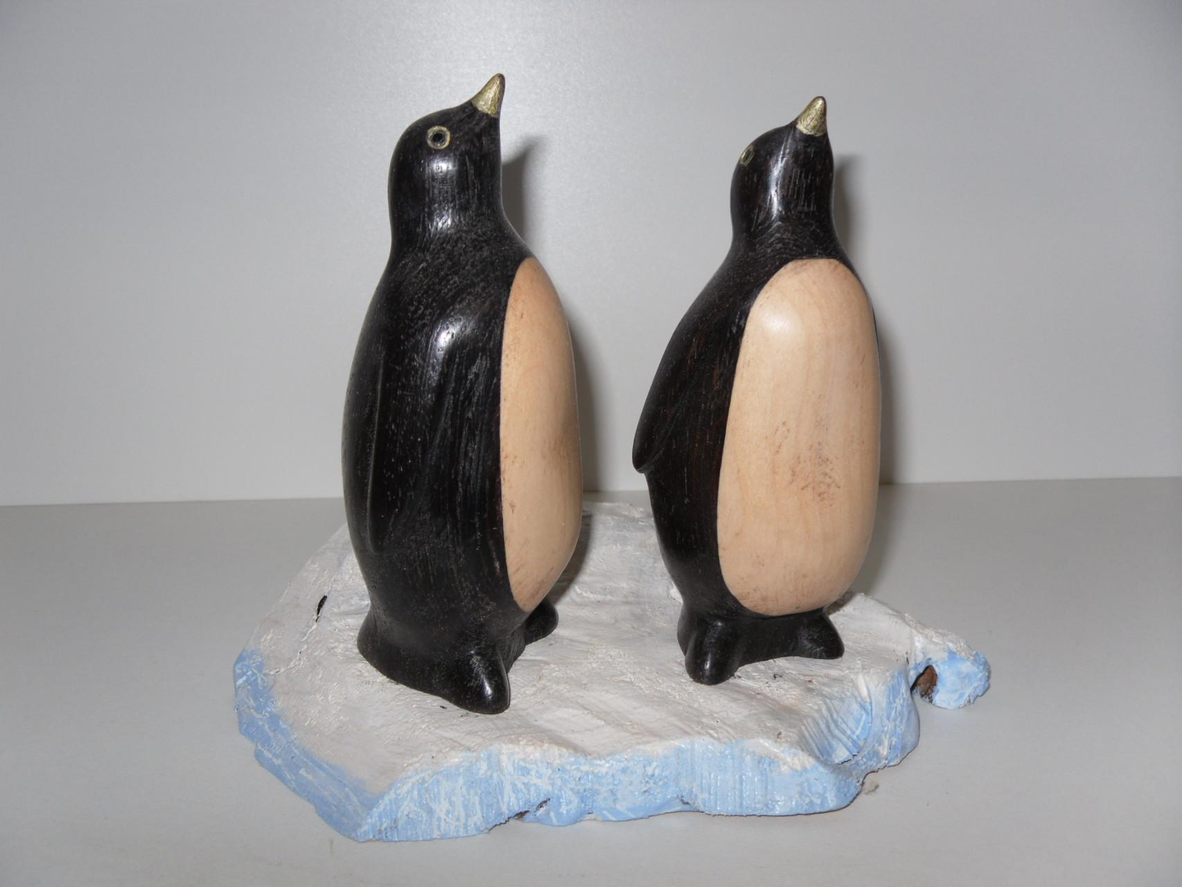 Pingouins sculptés par Bernard Bucher