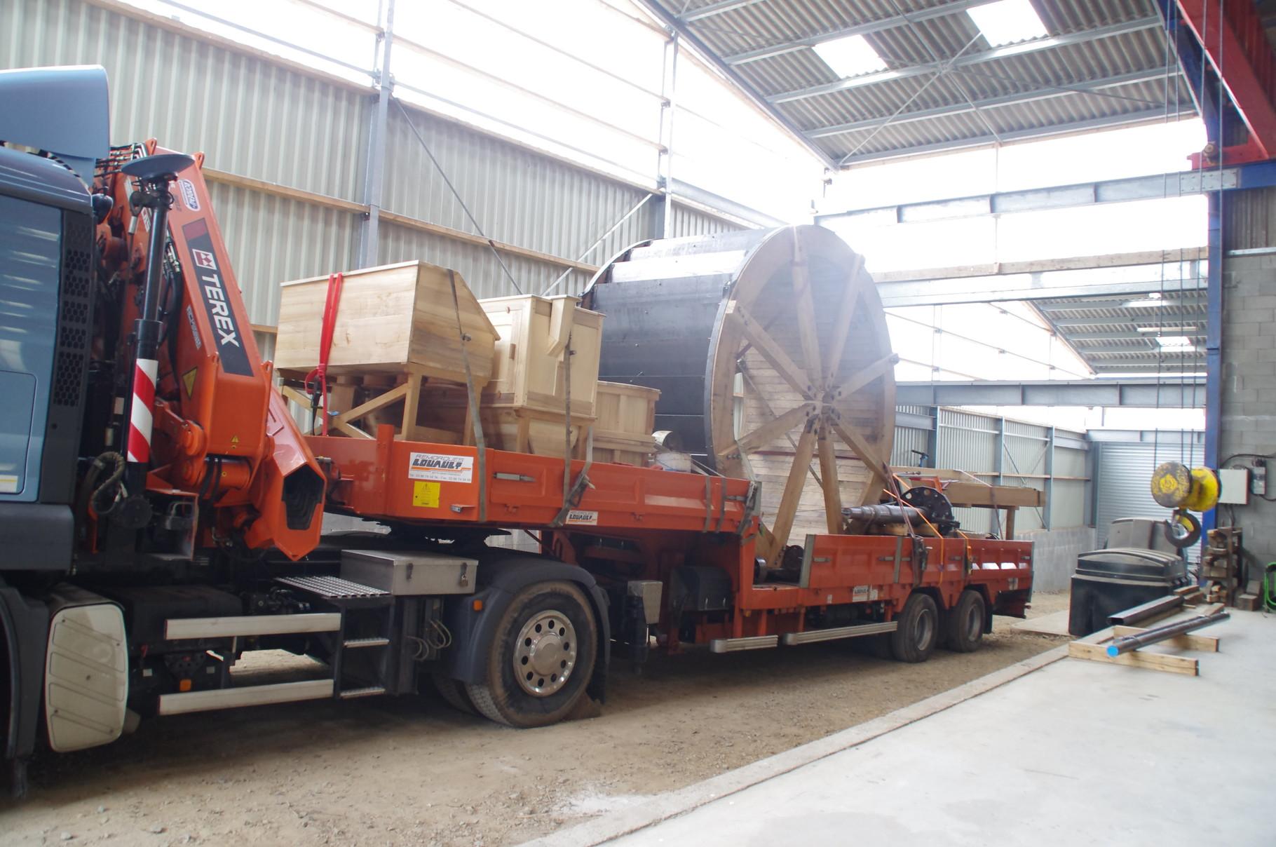 Le camion est chargé pour un futur chantier