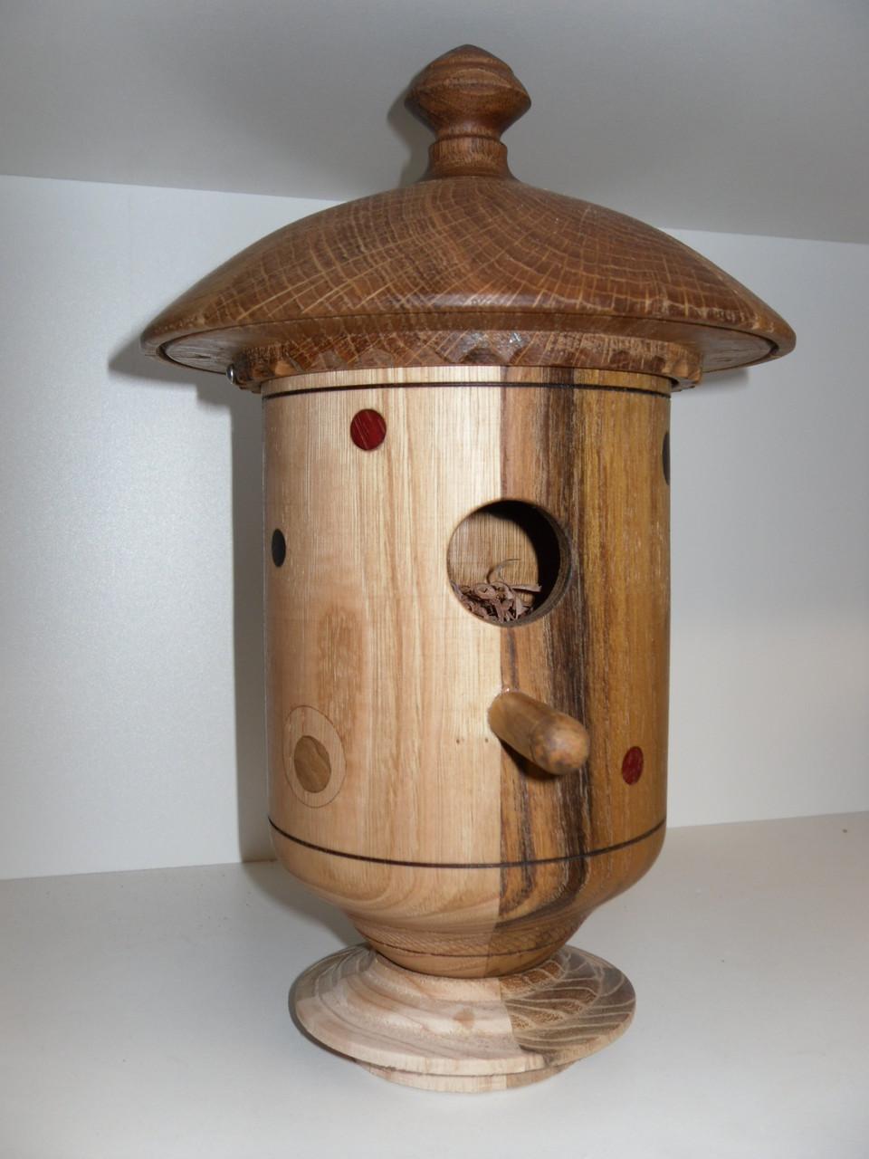 Nichoir en accacia, chêne et châtaignier D 18 cm H 30 cm par Bernard Bucher