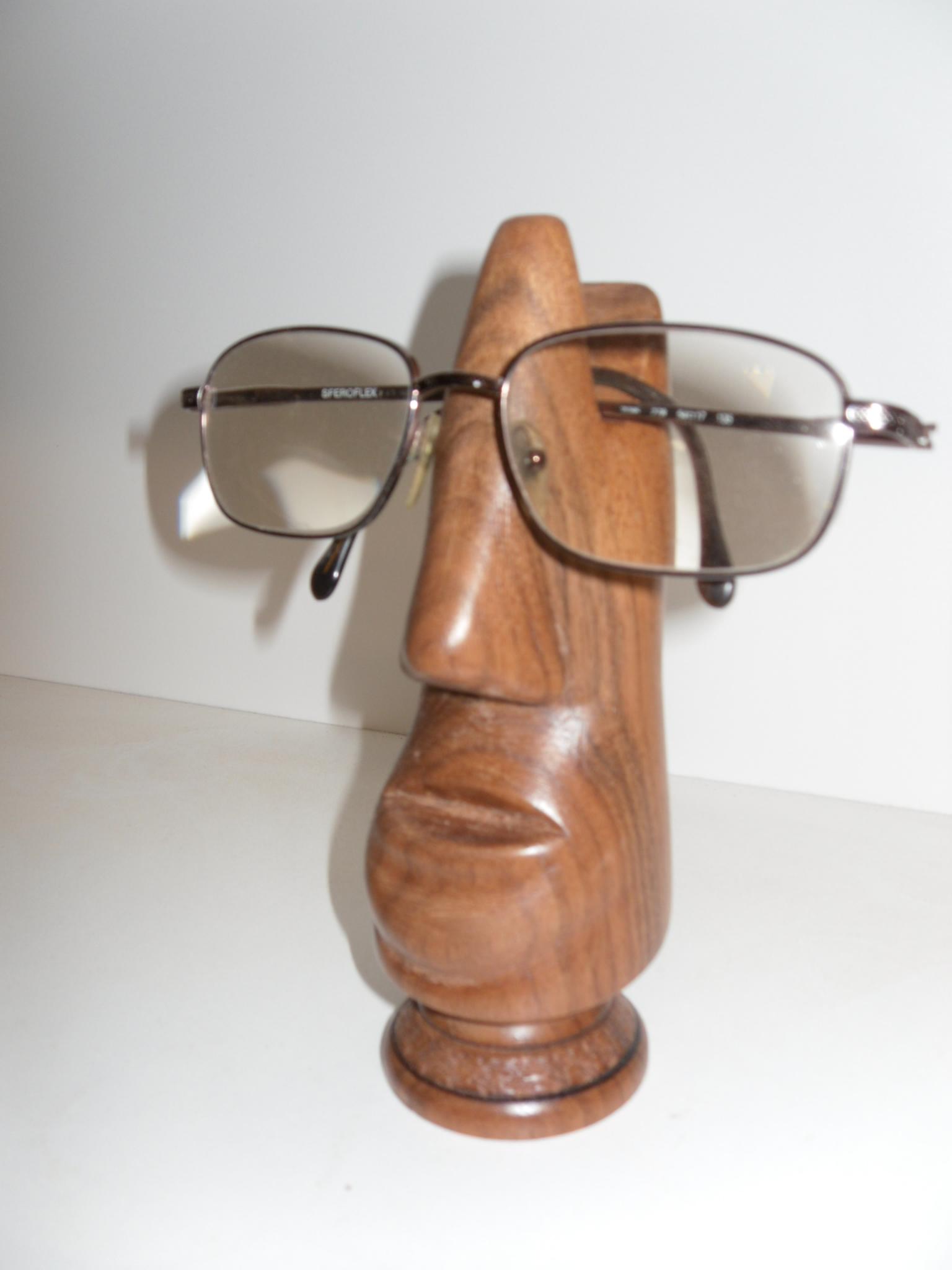 Les sculptures porte-lunettes de Bernard Bucher