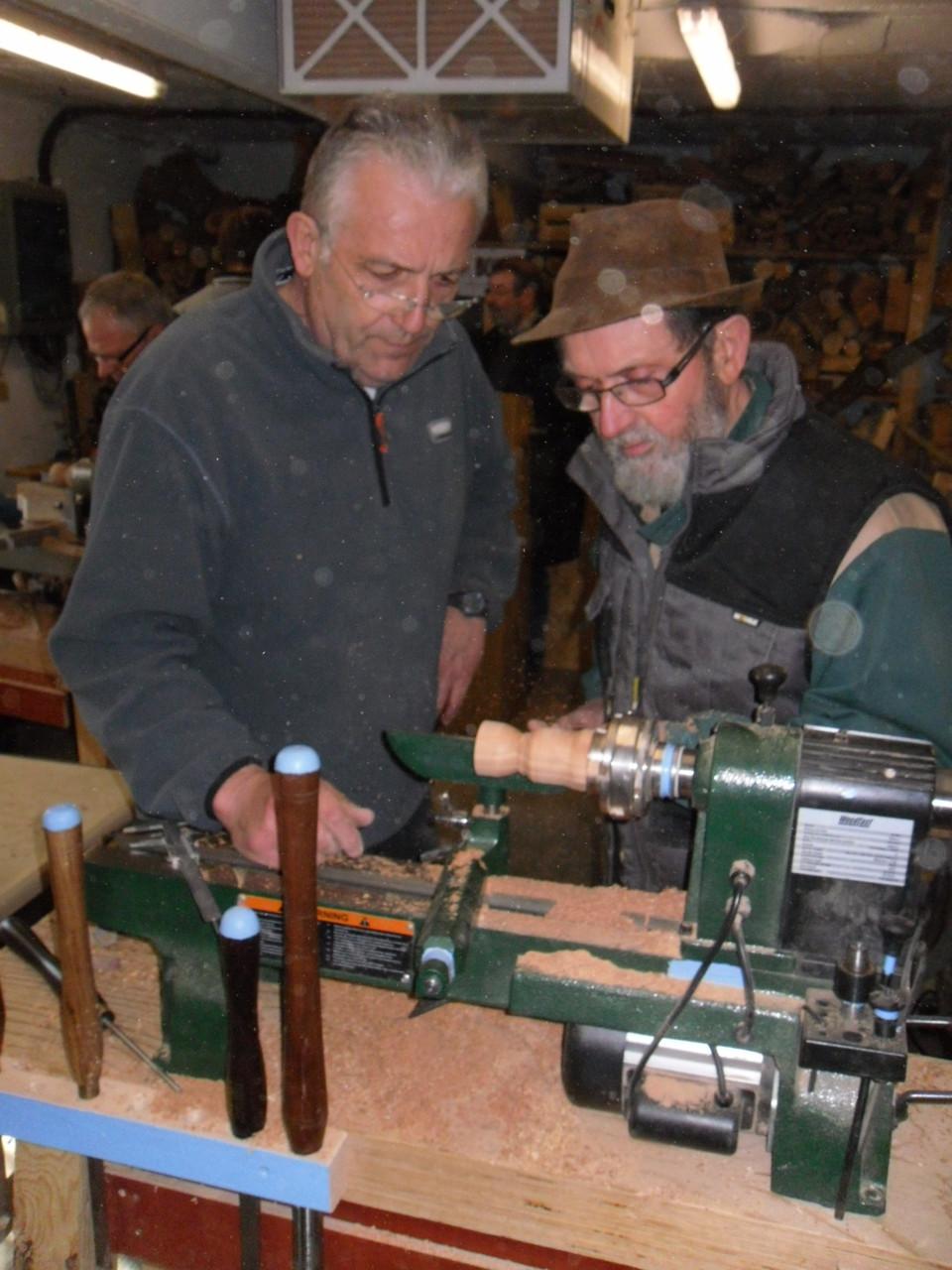 Gérard et Bernard Bucher tournant un coquetier