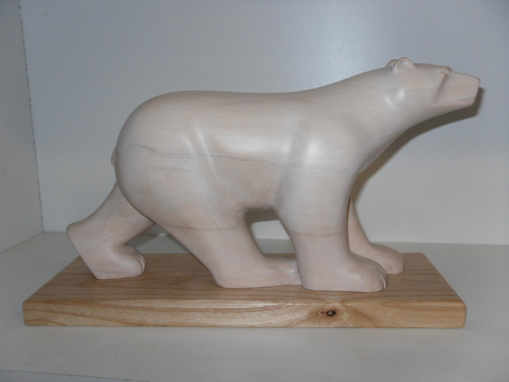 Ours blanc sculpté par Bernard Bucher