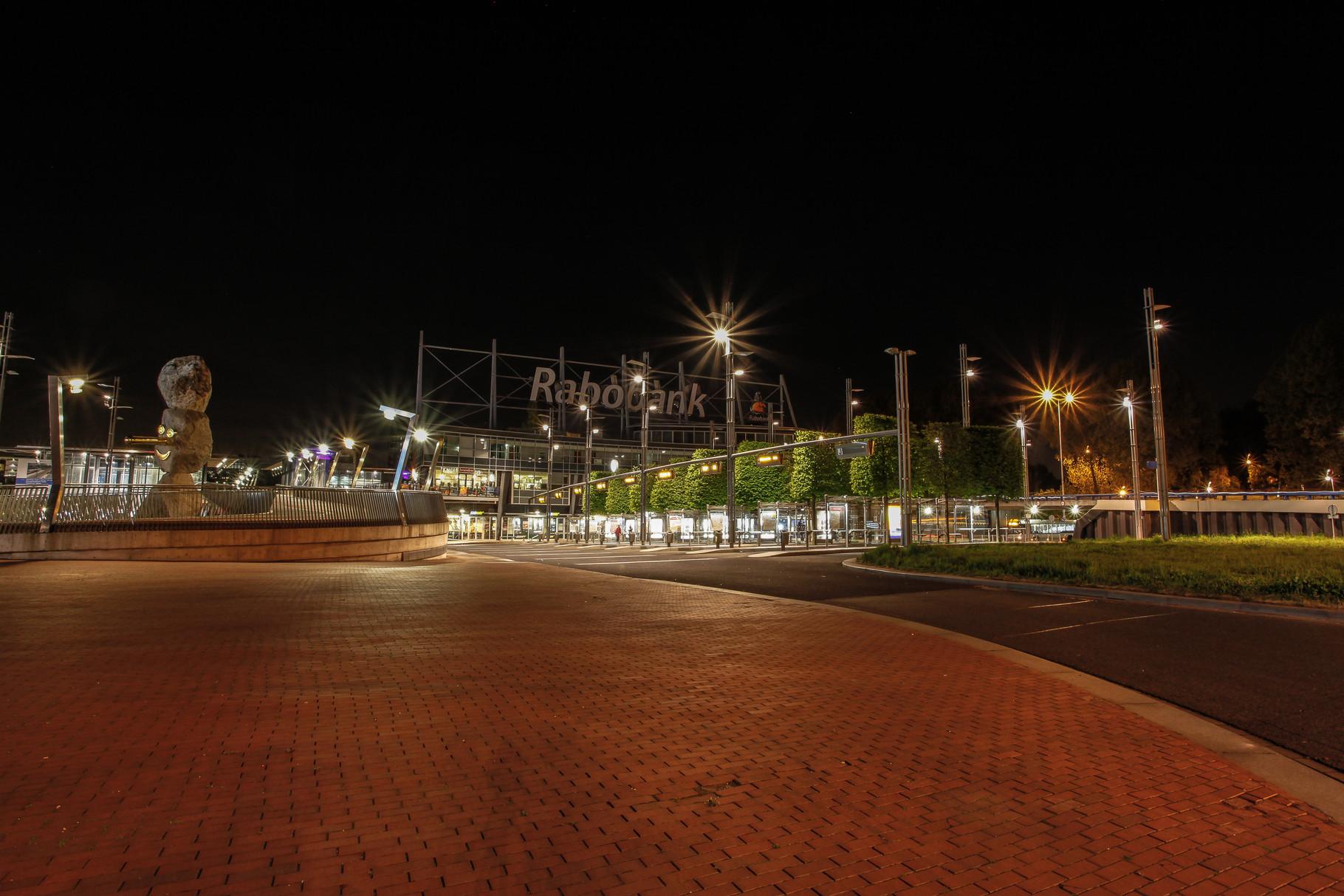 Nachtfoto busplatform Centrum West Zoetermeer - DOKOE Fotografie