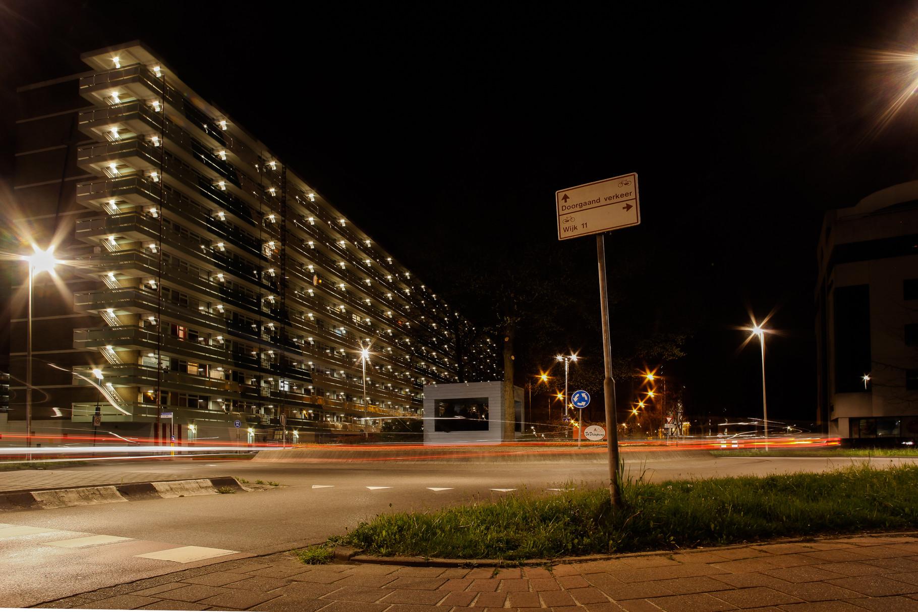 Nachtfoto rotonde Van Leeuwenhoeklaan Zoetermeer - DOKOE Fotografie