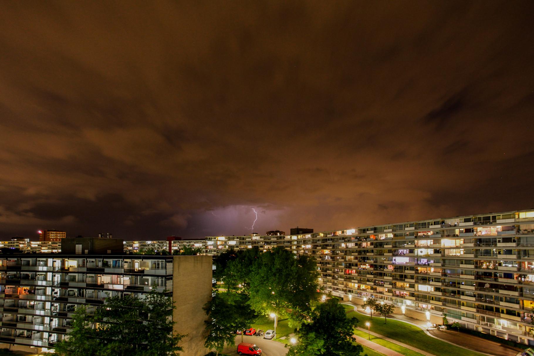 Nachtfoto bliksem Van Leeuwenhoeklaan - DOKOE Fotografie