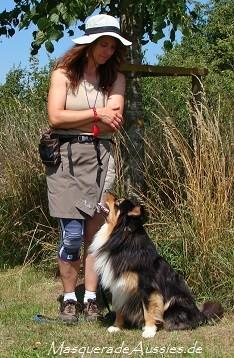 Juli 2014: Jamie hat die Hundeführerscheinprüfung Stufe 2 im Alter von 19 Monaten bestanden!