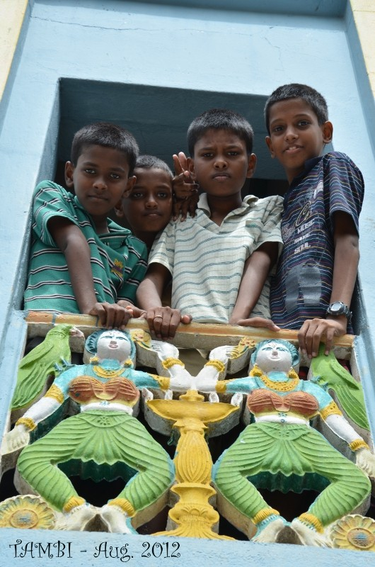 Some boys of Thambi Illam, on the first floor - Aug. 2012