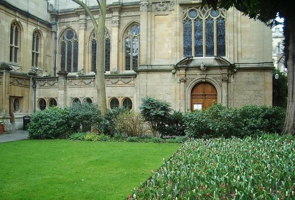 Los claustros de los 'colleges' de la Universidad de Oxford, así como los lugares emblemáticos de la ciudad, son los escenarios en los que se desarrollan las aventuras de Gervase Fen