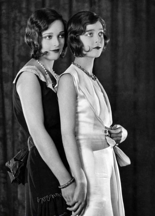 Loretta Young y Sally Blane (c.1928)