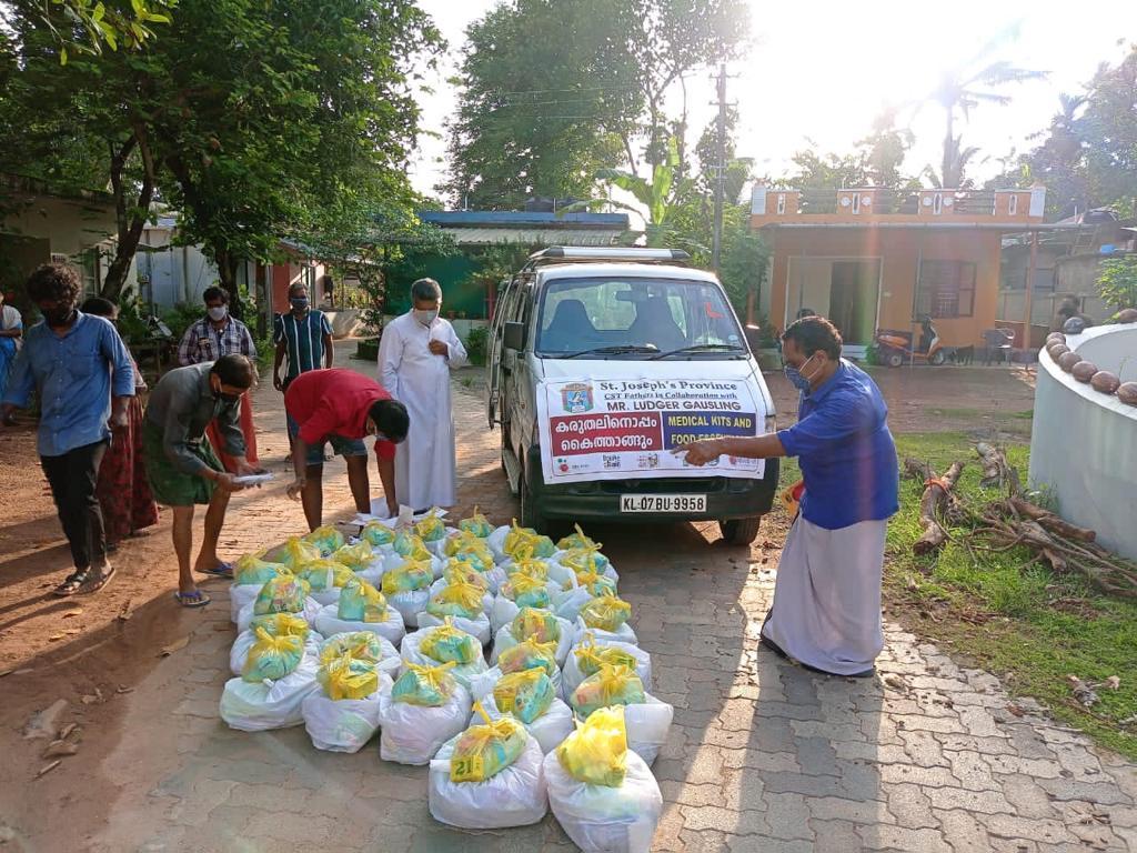 Auslieferung der Hilfspakete in Kerala