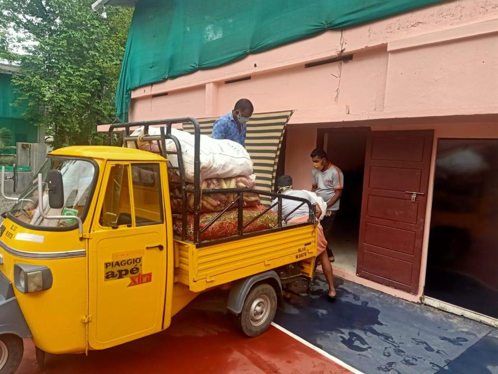 Abholung der Hilfsgüter für die Pakete