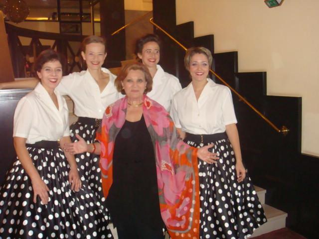 Die V.V. mit Louise Martini im Petticoat, Kammerspiele 2009