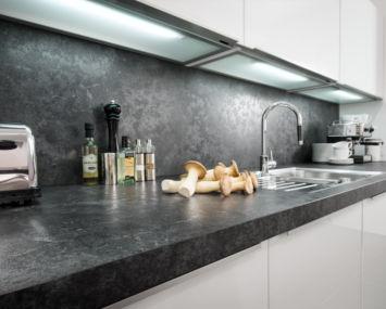 Küchenbeleuchtung unter den Hängeschränken