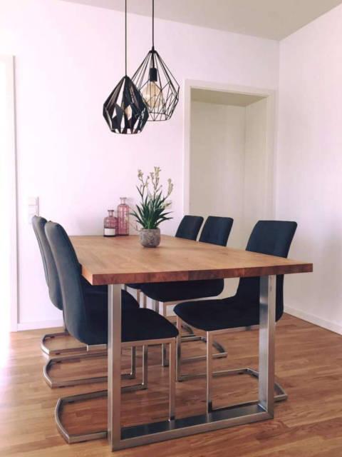 Esstisch mit Metallbeinen