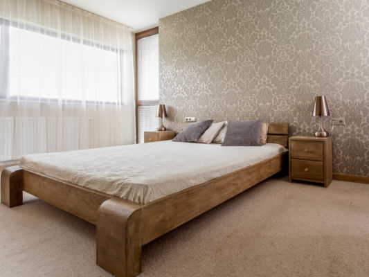 Massivholz Bett mit Nachtschränke