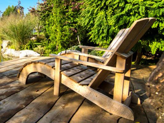 Liegestühle aus Massivholz