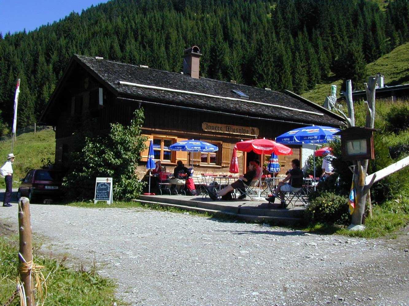 Innere Wiesalpe Kleinwalsertal, Ausflugsziel, Alpe, Brotzeit – Terrasse