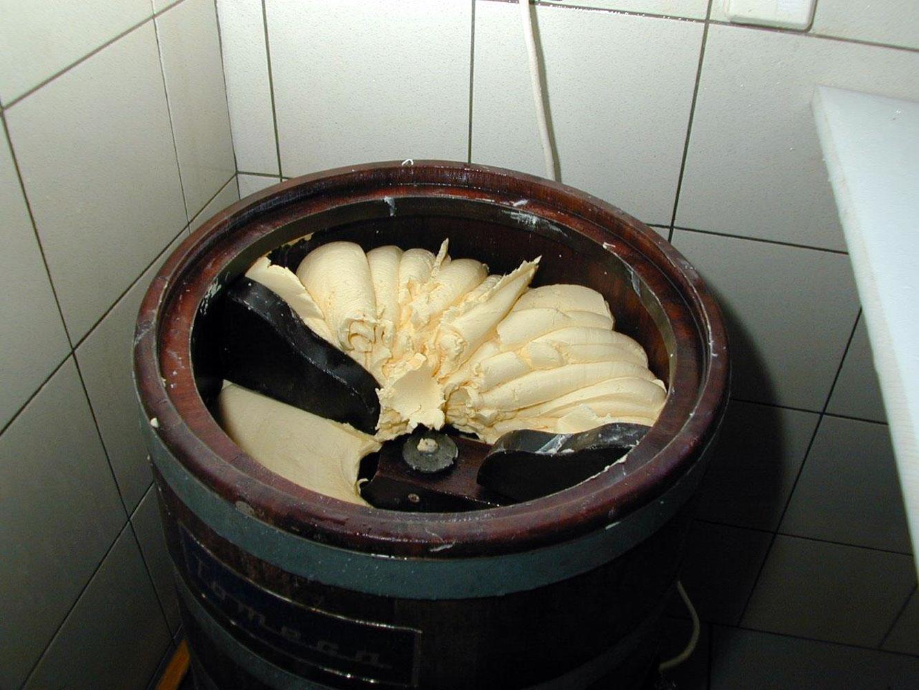 Innere Wiesalpe Kleinwalsertal, Ausflugsziel, Alpe, Brotzeit – Butterherstellung