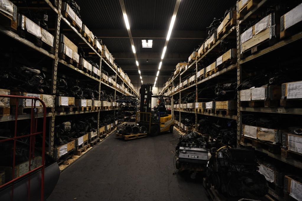 Großes Gebrauchtteile-Lager: Viele Artikel liegen zur sofortigen Mitnahme für Sie bereit...
