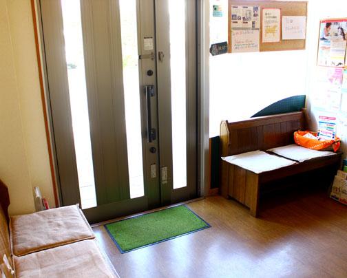 待合室には、動物に関する様々情報を掲示しています。
