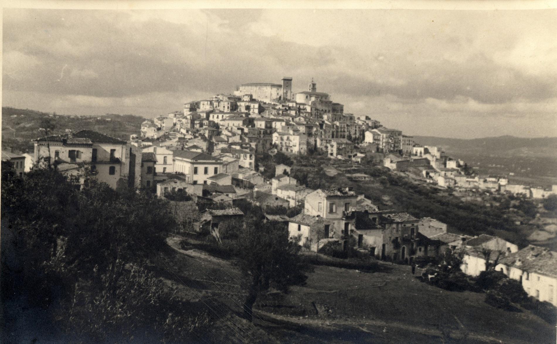 Casoli inizio anni '40. Per gentile concessione dell'Arch. Maria Carmela Ricci (www.casoli.org)