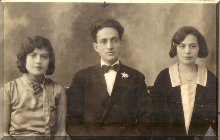 Al centro a sin. Regina Afnaim, sorella di Salomone, Salomone al centro e a destra la moglie Lea Dana (1930)