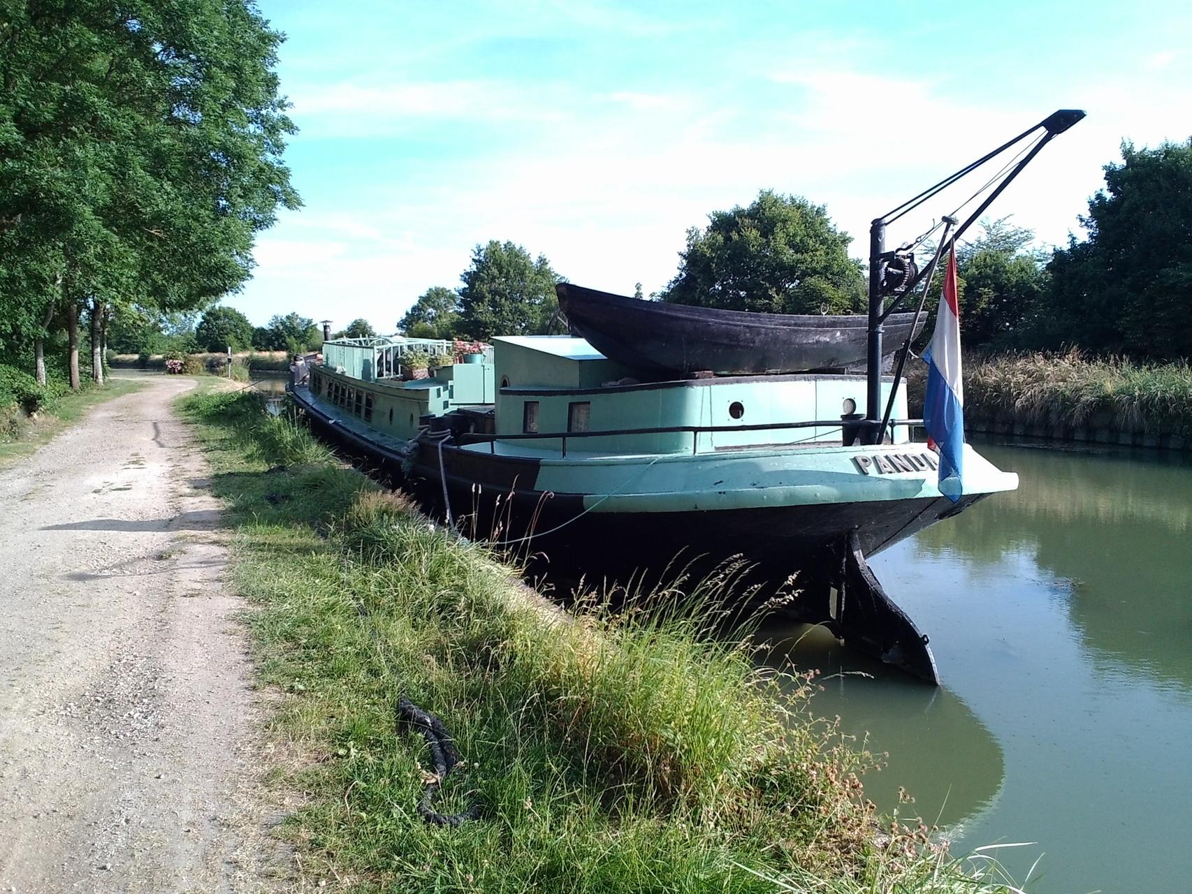 Un bateau nous rend visite