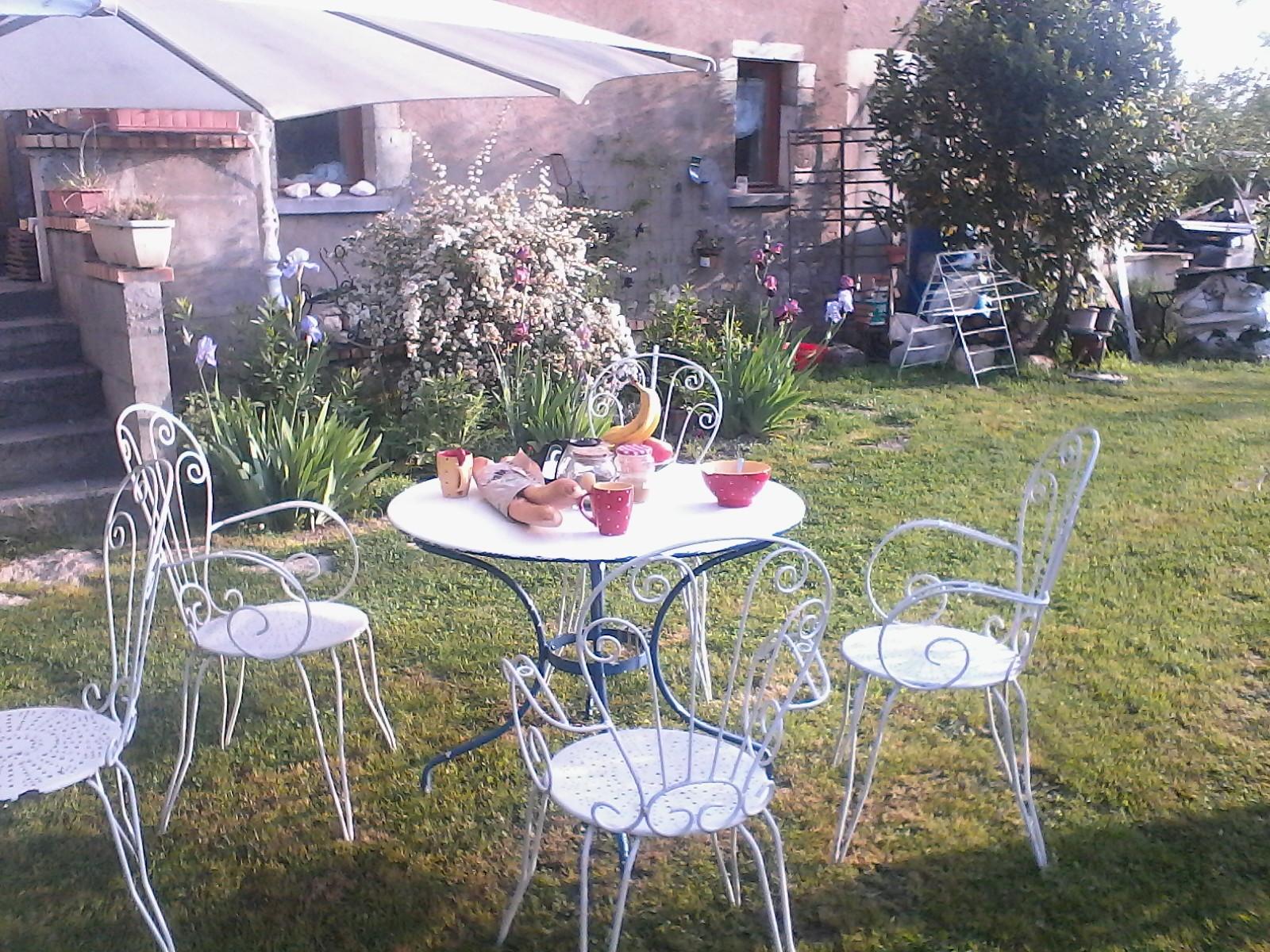 Le petit déjeuner au jardin