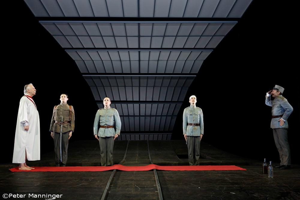 RADETZKYMARSCH. Regie: Ingo Berk. Ⓒ Peter Manniger