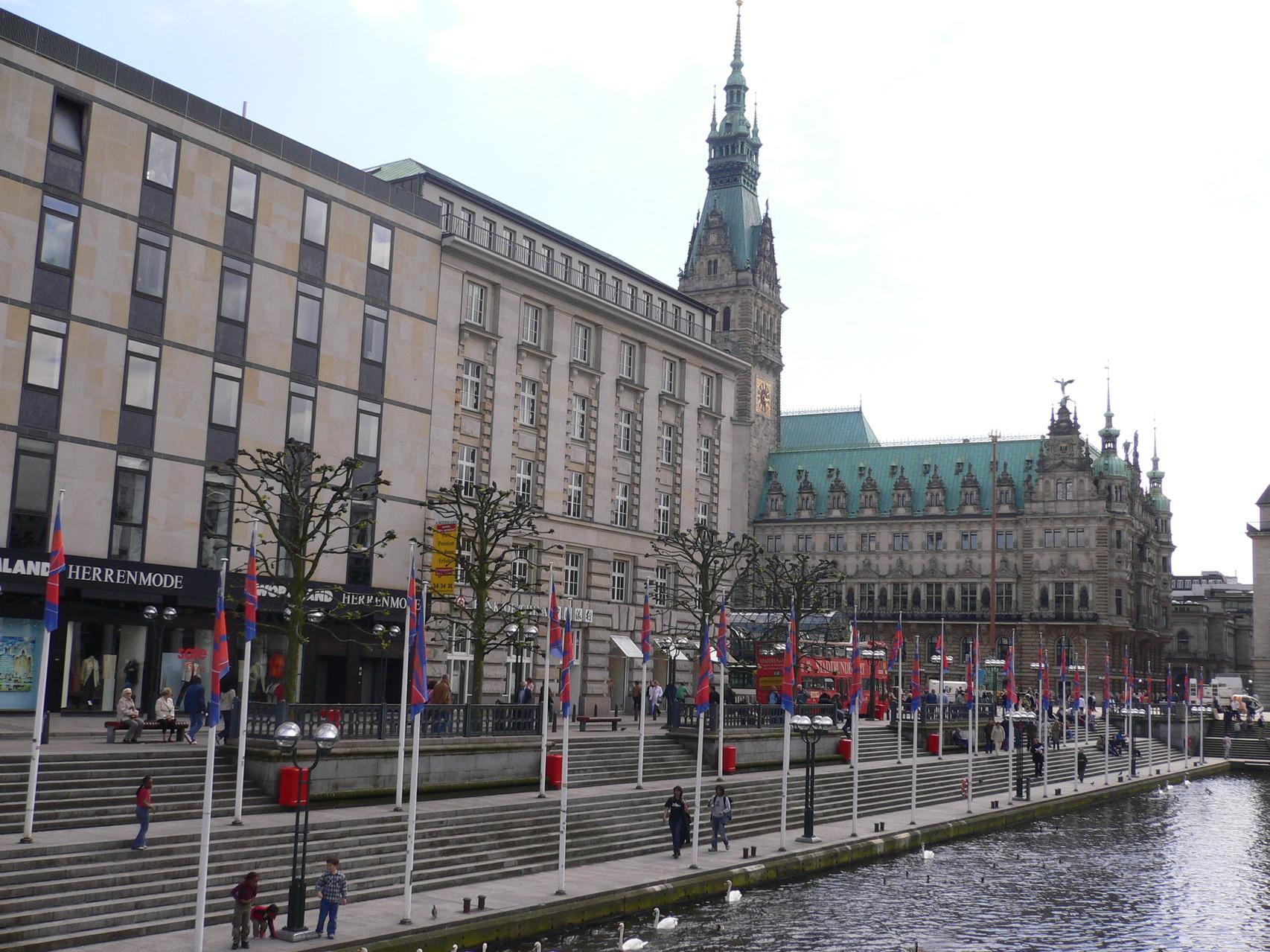 In Richtung Rathaus