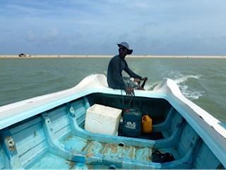 Bild: Ein Boot bringt mich an den besten Surfplatz