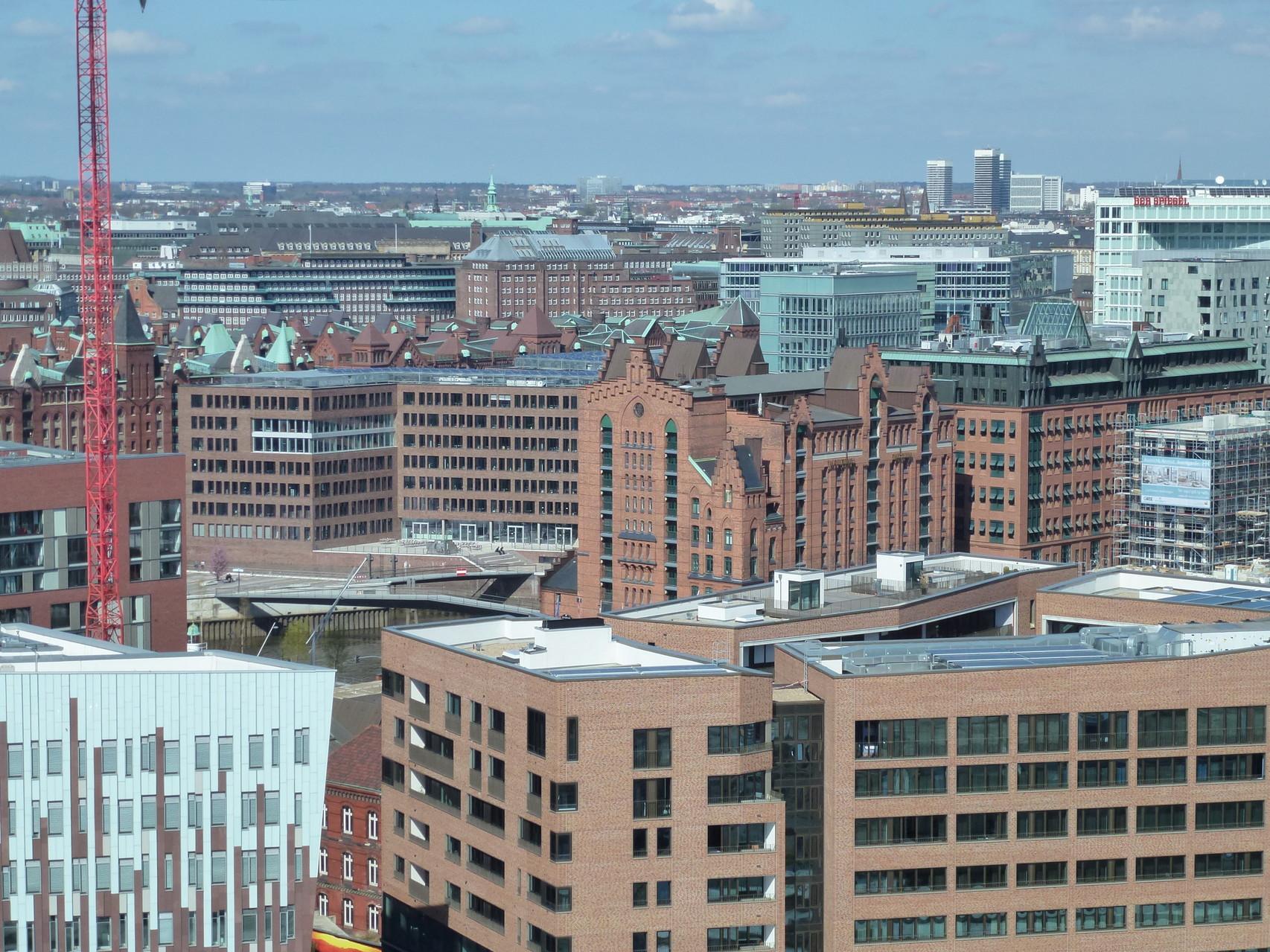 Blick über Hamburg vom Grasbrookpark