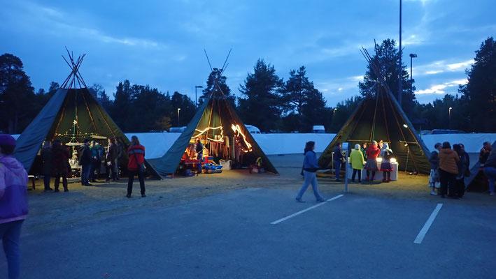 Bild: Traditionelle Zelte der Samen