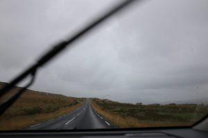 Regen auf der Windschutzscheibe