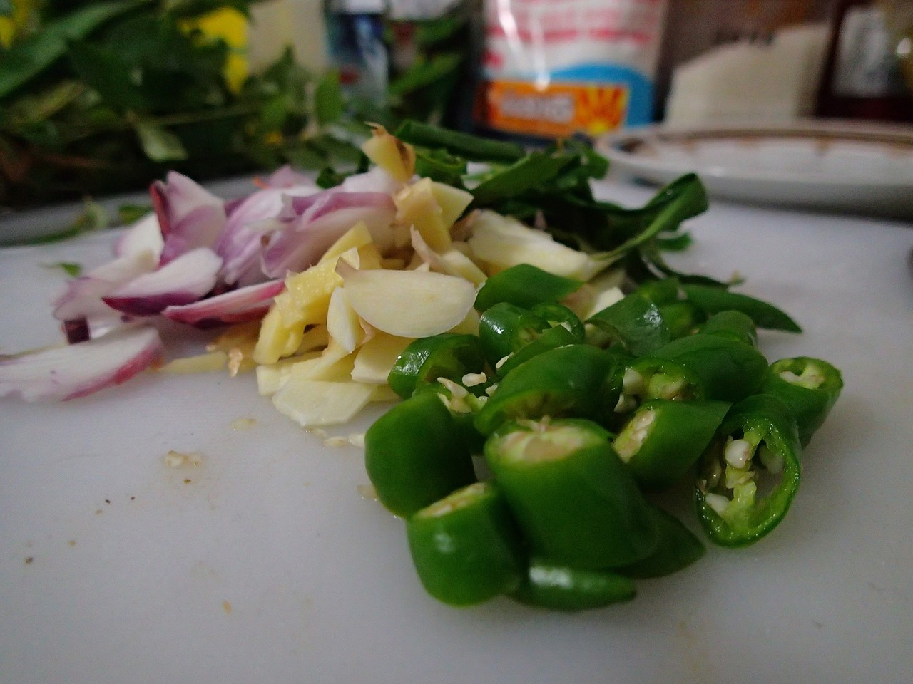 Ingredients for frying: green chilli, onion, garlic, ginger, rumpeh leaves, curry leaves