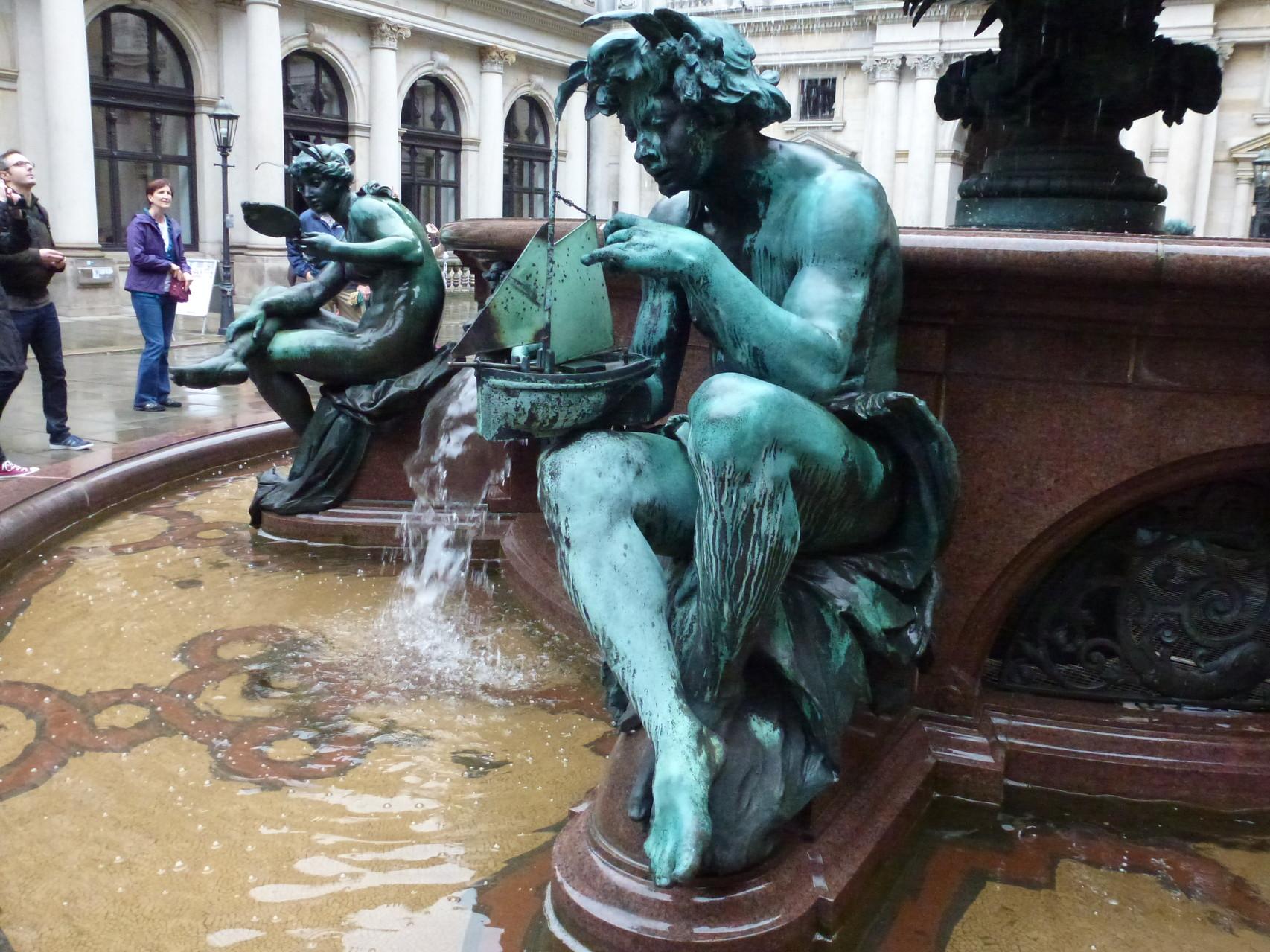 Brunnen im Rathaus-Innenhof